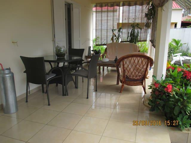 chambre dans maison particuliere - saint andre - Casa