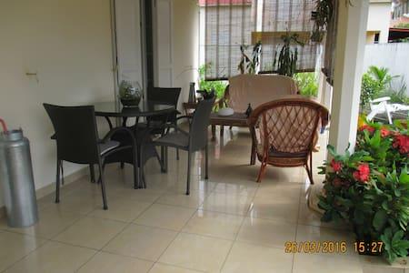 chambre dans maison particuliere - saint andre - 獨棟