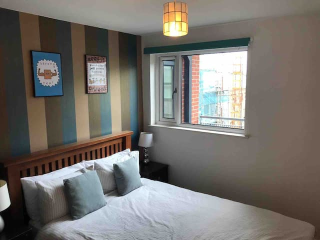 Cosy 2 Bed Apartment  Arena NQ NOMA with Parking