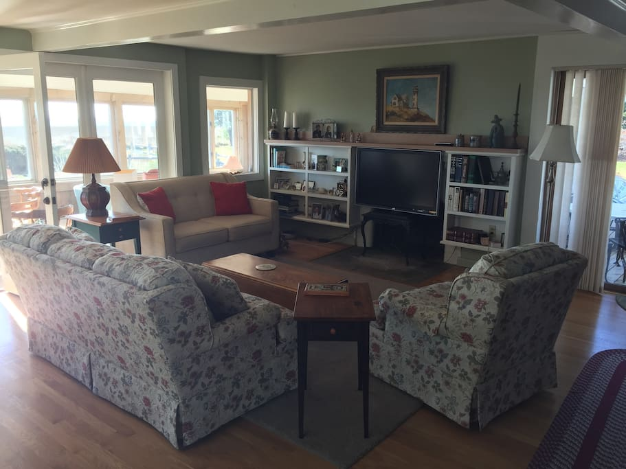 1st Floor Family room with TV