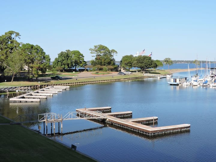 Beautiful Condo on Lake Conroe!