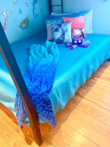 Under the Sea themed room that features a Queen memory foam (bottom bunk) Bed