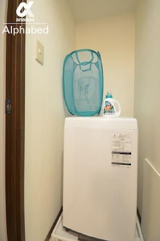 洗濯機と洗濯洗剤がございます。(浴室乾燥有)