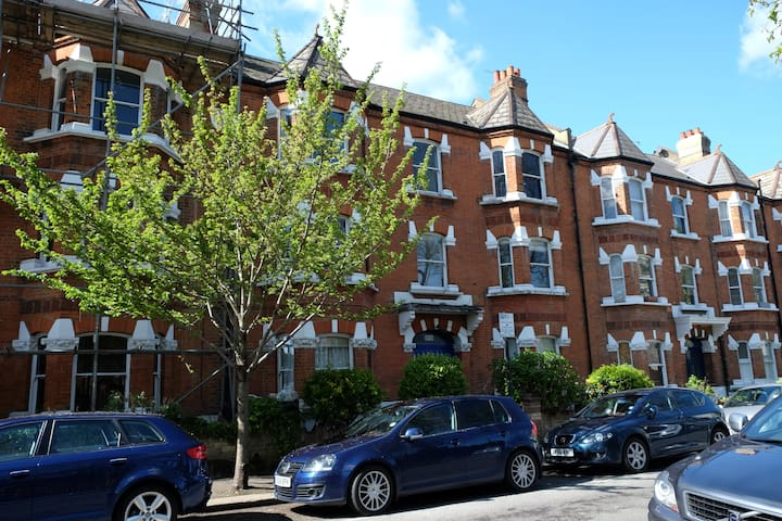 3 bed apartment in the heart of trendy Balham