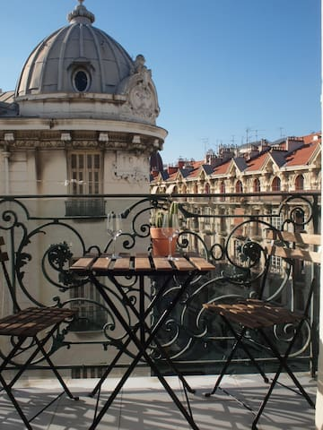 Cosy 1 bedroom flat with balcony / ideal location - Nizza - Appartamento
