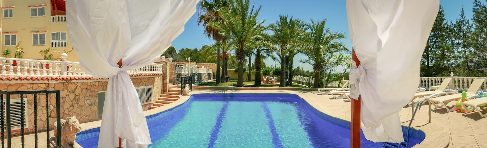 :: Villa Nabucco :: 12–20 pax :: Central Location - Illes Balears - Villa