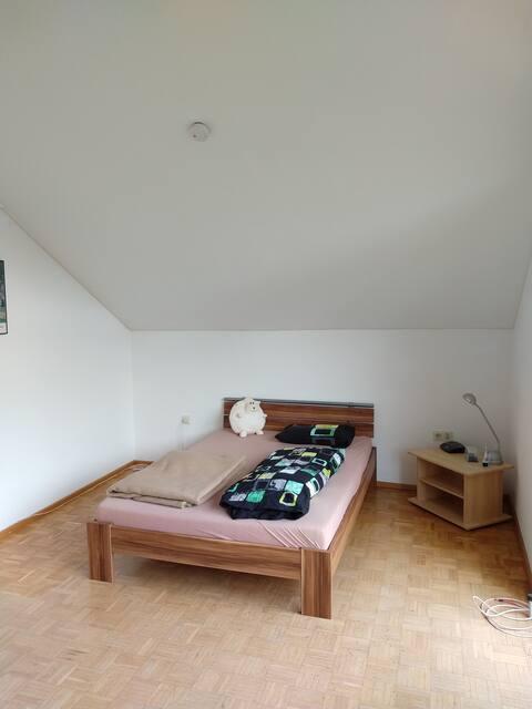 Zimmer mit Doppelbett in Baden-Baden  Oberbeuern