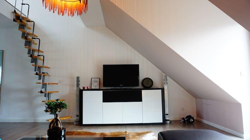 Frankfurt am Main, Eigenes 53m² Loft-Geschoss
