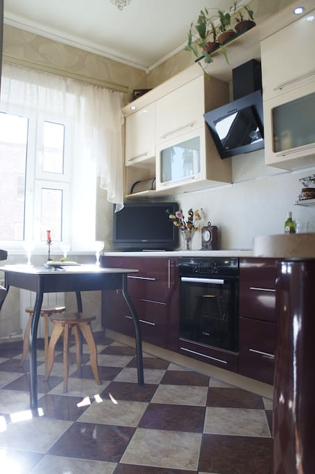 просторная уютная кухня