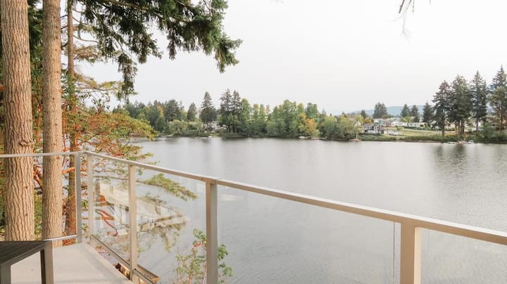 Luxury Lakefront Home 2 Bed/3 Bath