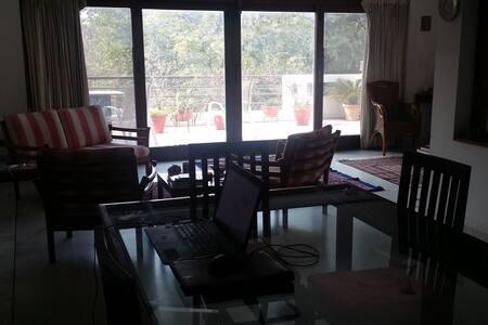 Single room + balcony in upmarket South Delhi - New Delhi - Appartement