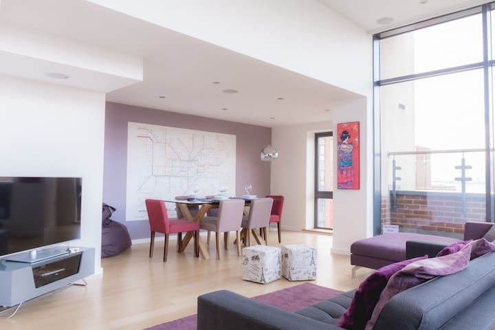 Stunning 3 Bed L1 Penthouse Apt - TV in Bath!