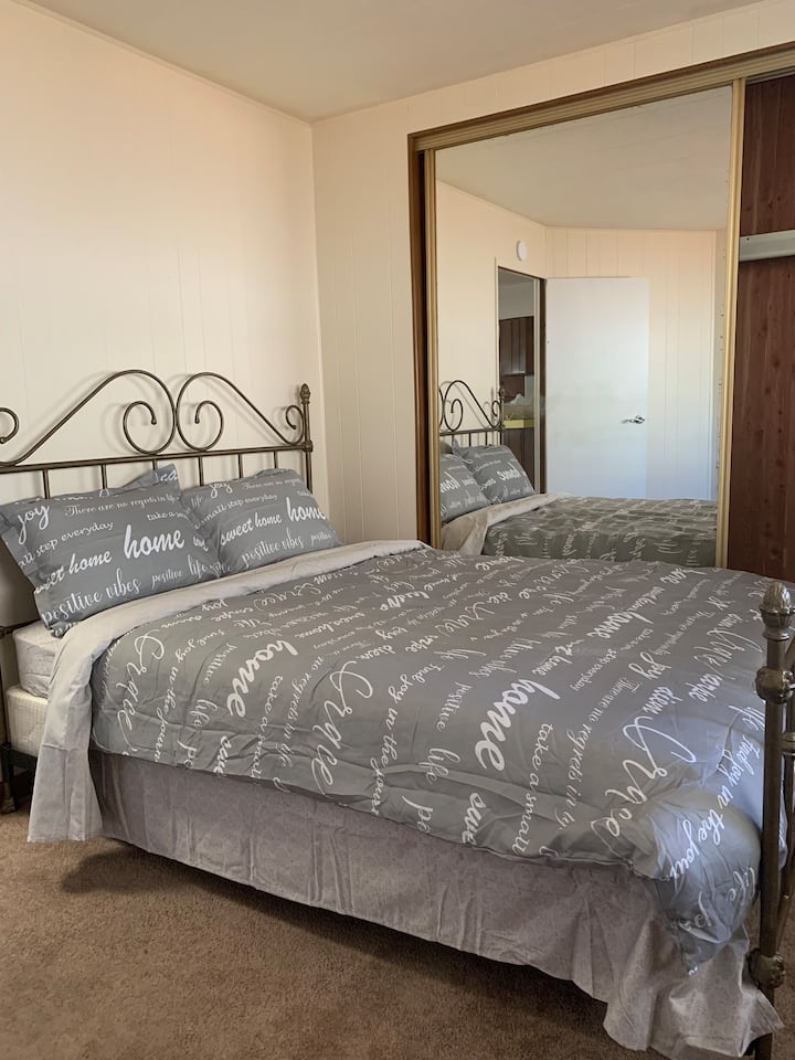 Queen size bed with private bathroom in Sunnyvale