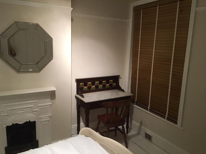 Comfy Room in a lovely Victorian terrace