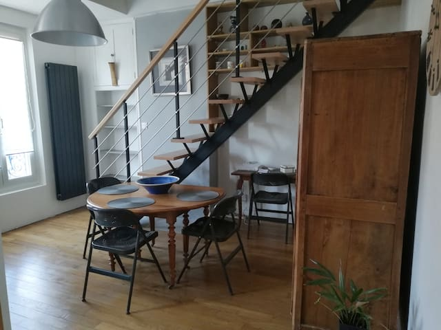 Nice Bedroom in a Duplex - Paris La villette