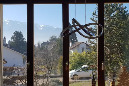 Mountain view, short walk to Vevey old town/lake