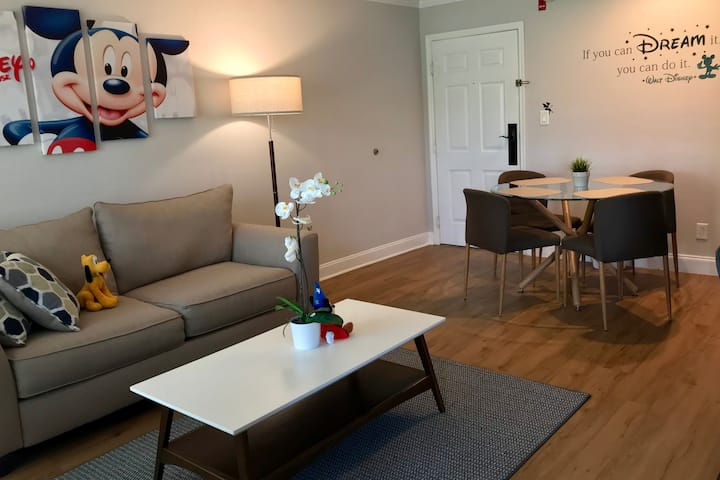 Renovated Mickey Mouse apartment close to Disney