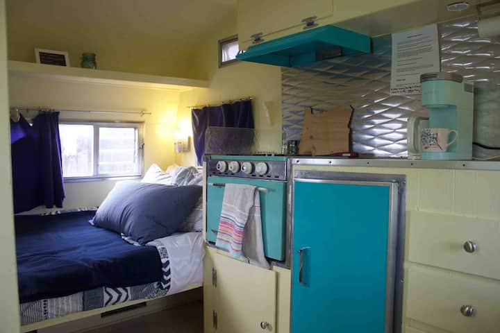 Vintage Camper- Private Entrance & Self Check In