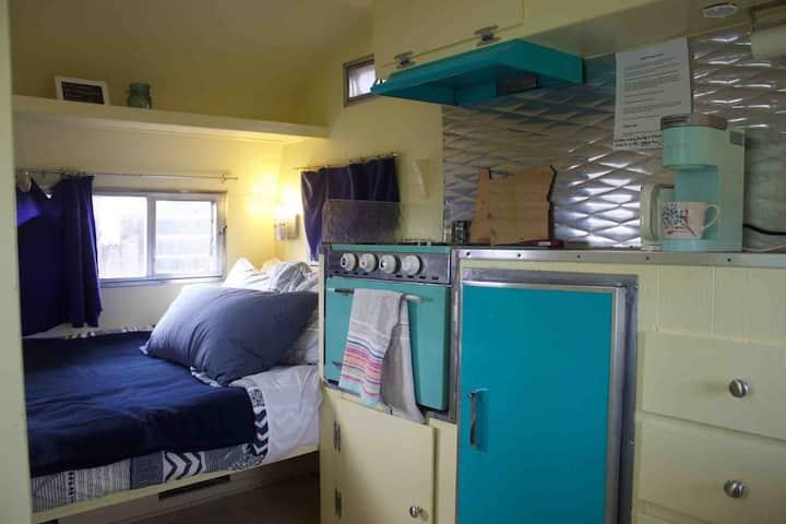 Vintage Camper- Private Entrance & Self Check In