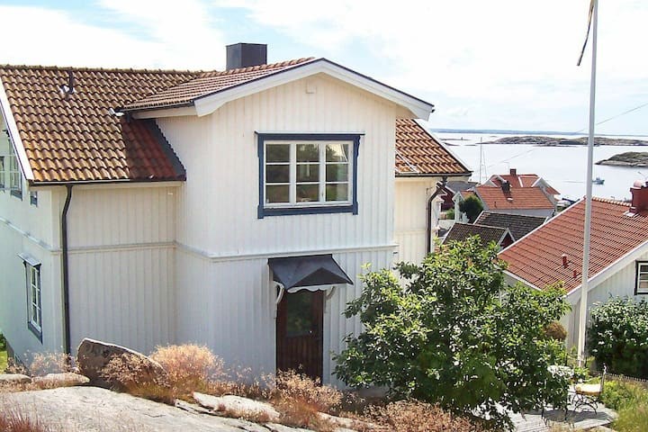 2 person holiday home in KUNGSHAMN