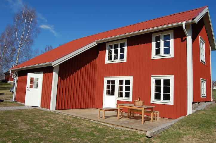 Cosy modern holiday cottage by the lake for 8 ppl