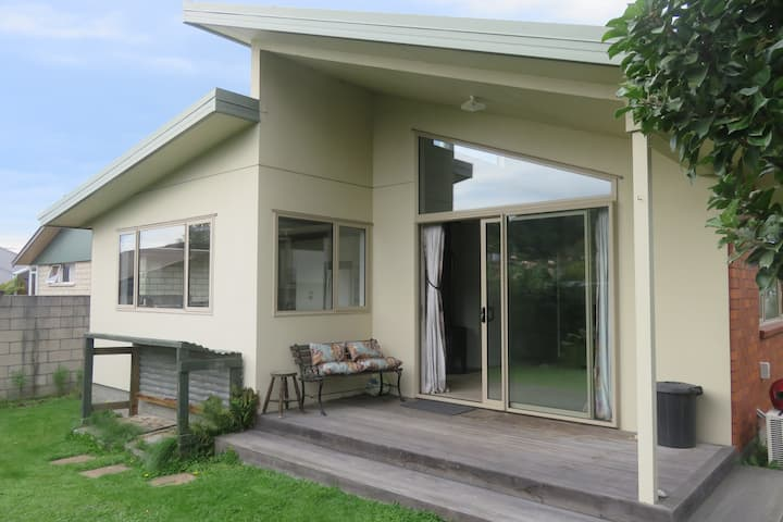 Modern town house close to all amenities