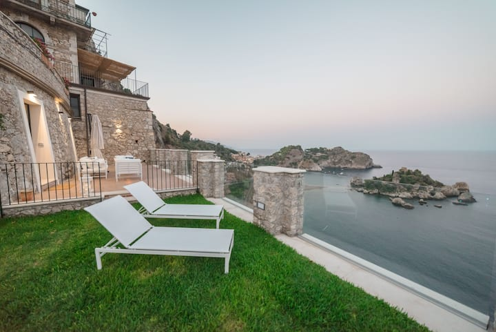SPARVIERO  APARTMENT ISOLA BELLA Sea View Jacuzzi