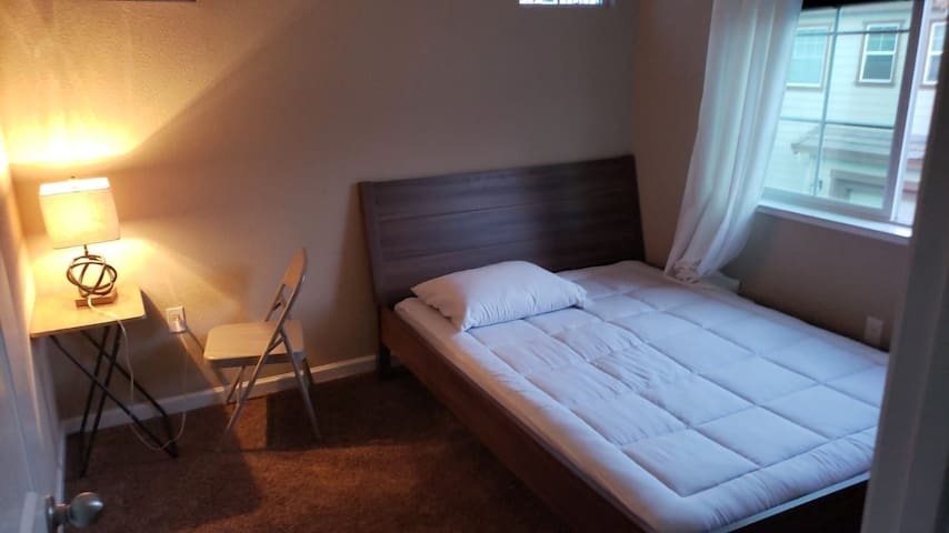 Newly Remodelled Double Room @ quiet Neighborhood