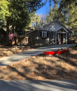 LOCATION,LOCATION LOCATION!Vintage Cabin Lakeview