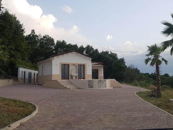 Villa vacanze con piscina e vista mare