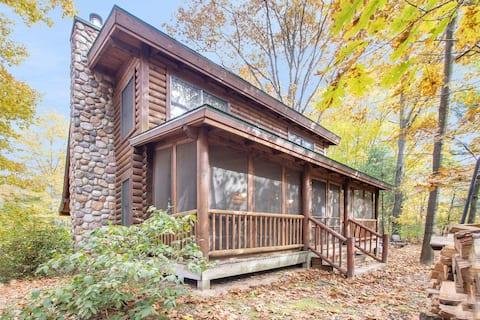 Outside Inn - Peaceful Cabin Near Lake & Saugatuck