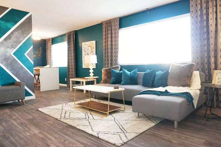 The Emerald, 3 beds & 13 mins to the Strip
