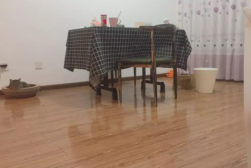 客厅(左侧有沙发)