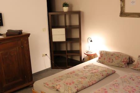Zimmer in ruhiger Lage, stadtnah, 2 Betten
