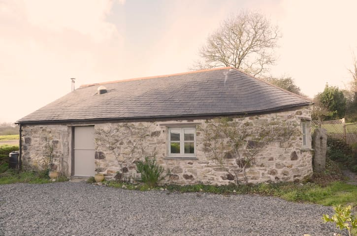 Mylor Bridge, Barn, rural location. - Cornwall