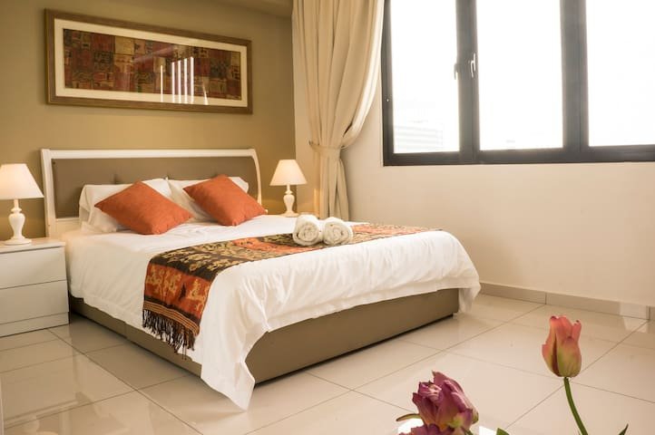 New 1-BR Romantic & Quiet Stay in PJ Town