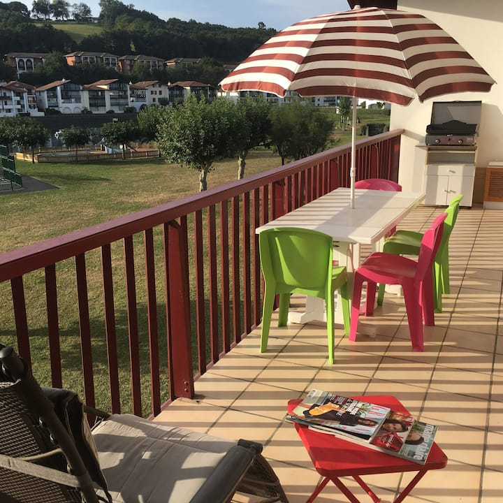 Large Apt 4 guests, Terrace with view of sea, WIFI