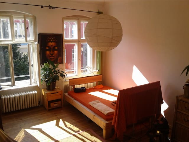 Helles, schönes Zimmer im pulsierenden Neukölln - Berlijn - Appartement