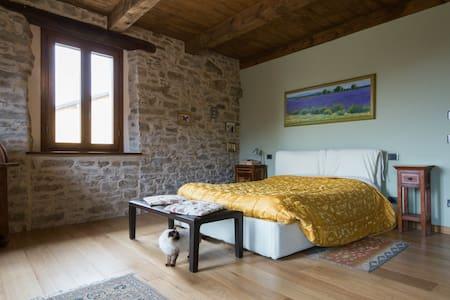 Splendida casa in pietra in Langa - Saliceto