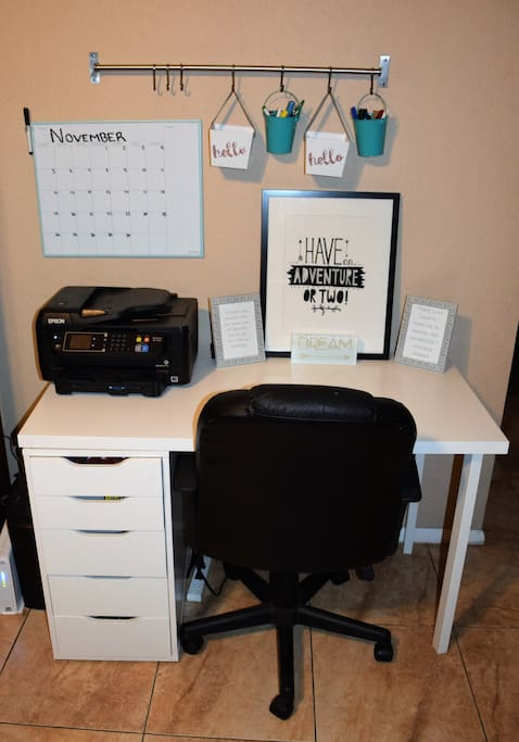 Perfect little desk for your use! Don't forget to print out your boarding passes before you leave for the airport!