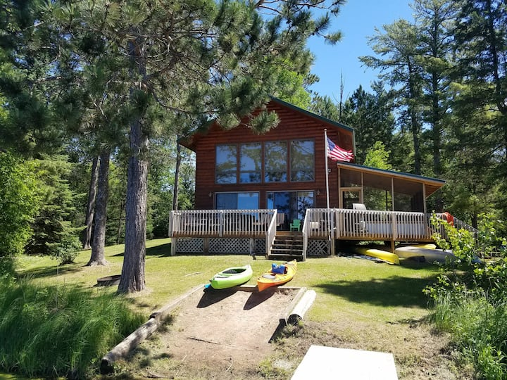 Spruce Chalet lakefront cabin in Hayward