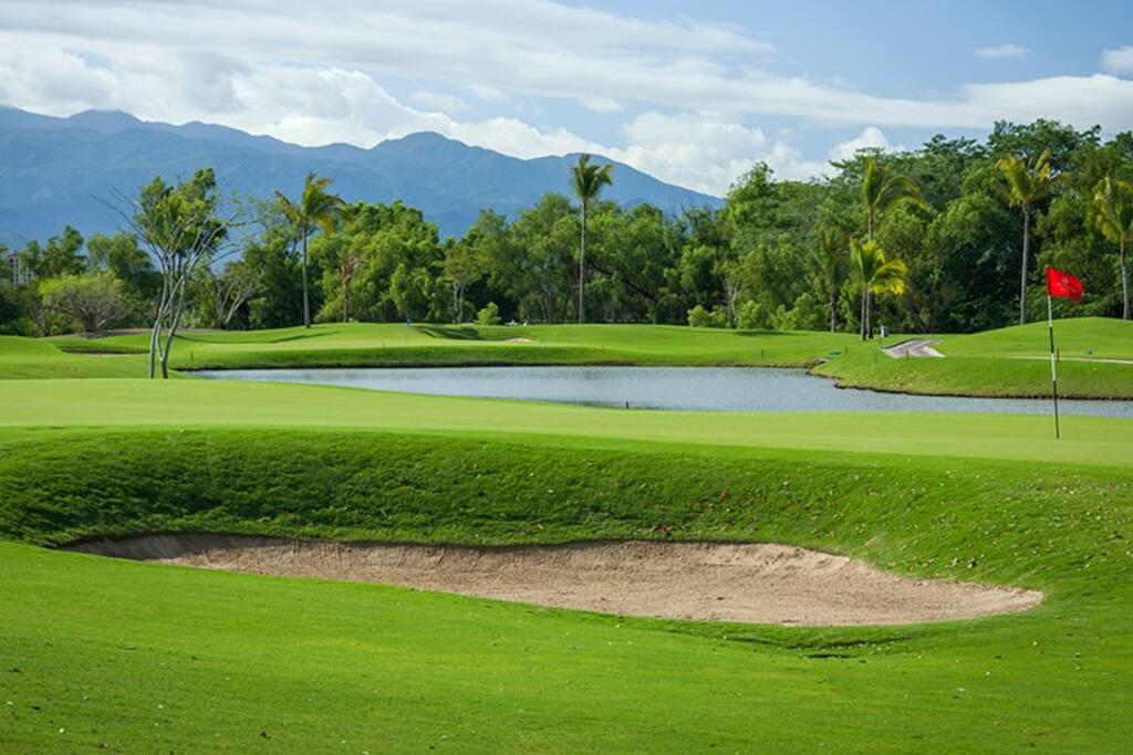 18 Holes Golf Courses