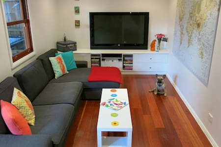 The Happiness BnB - Puppy Love Room - Norman Park - Bed & Breakfast