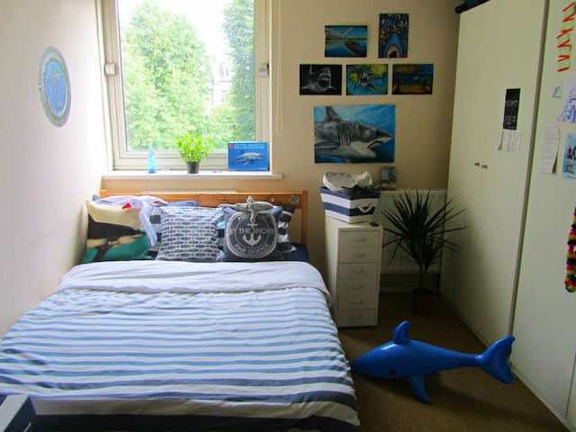 Cute Double Nautical Room in Manor House - London - Flat