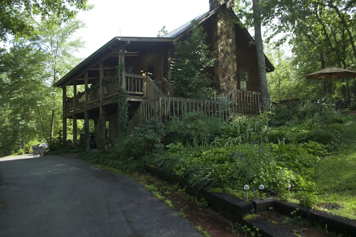 CONGAREE VINES - Lodge Home on a Vineyard!