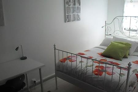 Modern two bedroom apartment very well situated! - Rouen - Apartamento