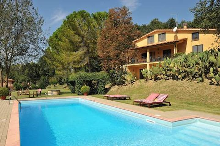 La Viridiana-Countryhouse with pool close to Rome.