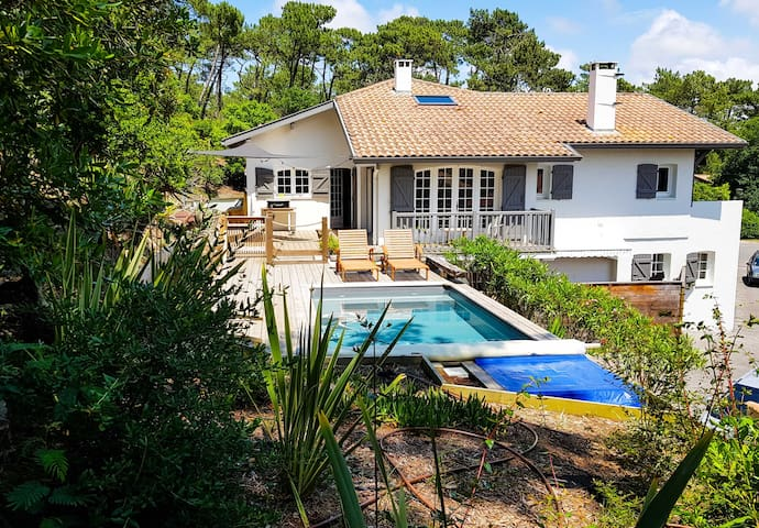 "Large ""Landaise"" house 500m from the beach"