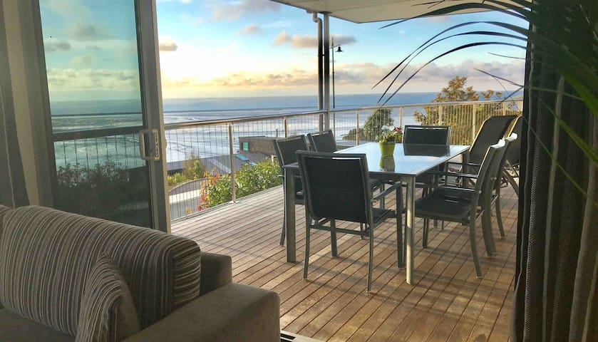 Best Level Sea Views Including breakfast  Nelson