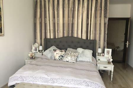 Cozy room in Intorsura Buzăului_1